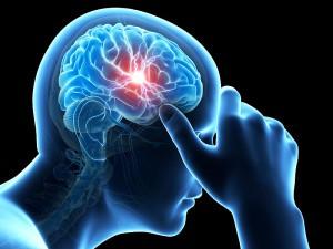 Гипертоникам с повышенным давлением не рекомендуется употреблять ничего, что резко сужает сосуды, так как это может стать причиной серьезных нарушений работы головного мозга