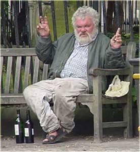 В состоянии запойного алкоголизма признаки деградации настолько усиливаются, что может наступить полное слабоумие