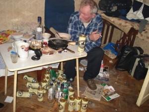 Врачи уверены, что хронические алкоголики долго не задерживаются на этом свете, а умирают в полном рассвете сил от цирроза печени или другой не менее страшной болезни