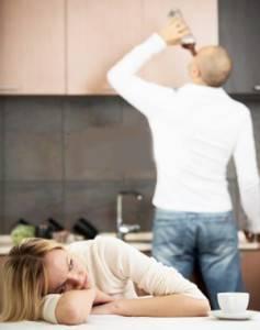 Алкоголик в домашних условиях – настоящее бедствие для своей семьи