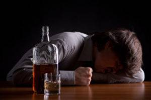 Алкоголизм — это тяжелая болезнь, разрушающая организм, убивающая личность