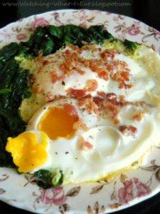 Чтобы прийти в себя после запоя, на завтрак можно есть яйца, протеиновые салаты
