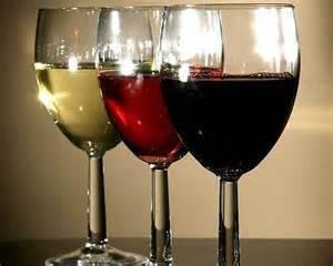 Жаркие споры о полезных свойствах вина до сих пор ведутся среди ученых