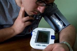 Принимать обезболивающие и жаропонижающие средства можно только после предварительного замера пульса и артериального давления, иначе такие, казалось бы, безобидные лекарства могут только навредить