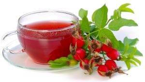 Особенно полезен отвар шиповника, содержащий витамин С
