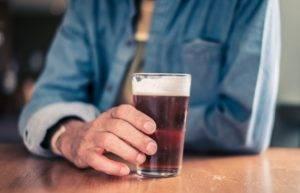 Чаще всего к заболеваниям печени приводит употребление алкоголя