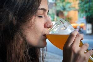 Алкоголь не красит девушек