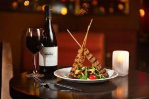 Красное вино сочетается с мясом