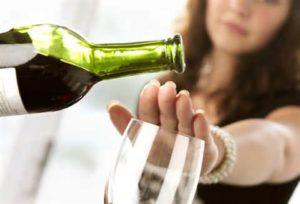 Отказаться от спиртного при частом появлении отеков