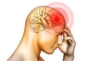 При алкогольной интоксикации средней стадии у человека могут  появиться такие симптомы как сильная головная боль, головокружение, тошнота и т.д.
