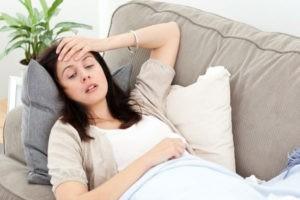 Поводом сдать анализы могут стаь такие симптомы как вздутый живот, слабость и головная боль