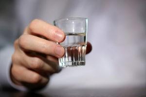 Этанол действительно понижает содержание сахара в крови