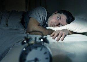 При синдроме трясущихся рук также наблюдается общая слабость, расстройство сна и т.д.