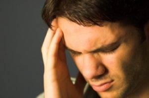 Отек мозга при алкоголизме могут сопровождаться сильньной непроходящей головной болью
