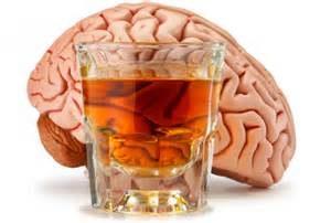 При третьей стадии алкоголизма в головном мозге больного происходят атрофические изменения, провоцирующие частые приступы белой горячки