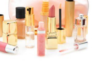 Изопропиловый спирт используют в парфюмерной промышленности