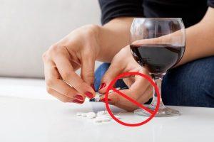 Совмещать Кетотифен с алкоголем опасно