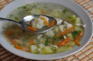 Горячий жидкий суп успокаивающе действует на слизистые оболочки раздраженного кишечника