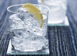 Наиболее простой рецепт с похмелья — лимон со льдом