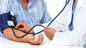 Из-за сильной перегрузки нервной системы под воздействием алкоголя происходит повышение артериального давления
