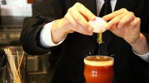 Можно сырое яйцо добавить в стакан томатного сока, соль по вкусу