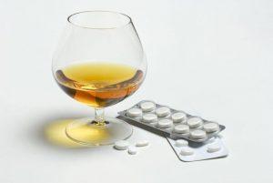 Клион с алкоголем категорически запрещено совмещать