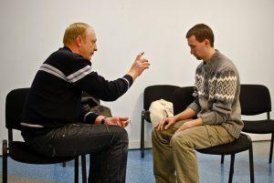 К психологическим методам лечения алкоголизма причисляют гипноз