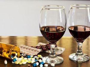 Женщинам следует принимать Ибуклин за 24 часа до приема алкоголя
