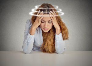 Головная боль и головокружение могут быть последствиями сочетания Кетотифена и алкоголя